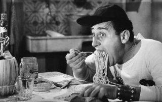 Alberto Sordi   scena degli spaghetti   Un americano a Roma 1954